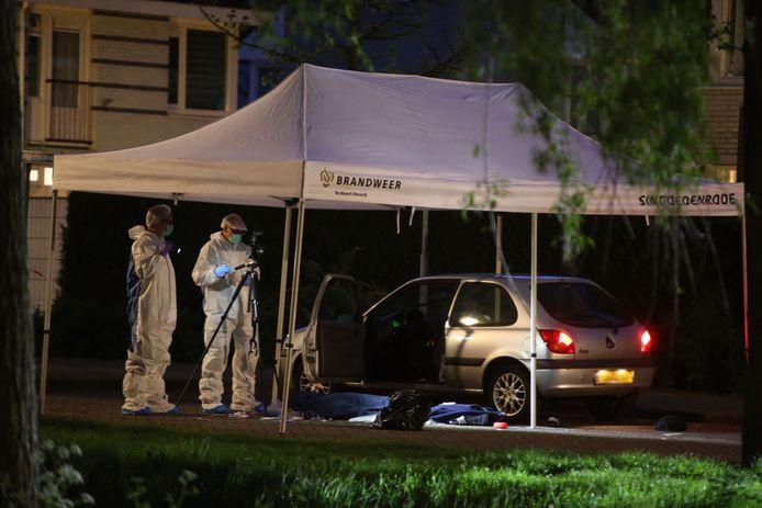 Rechercheurs doen in Schijndel onderzoek op de plek waar Daan Hoefs werd doodgeschoten.