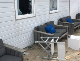 """Inbrekers stelen laptops uit strandbar: """"Eén dag open en dan dit"""""""