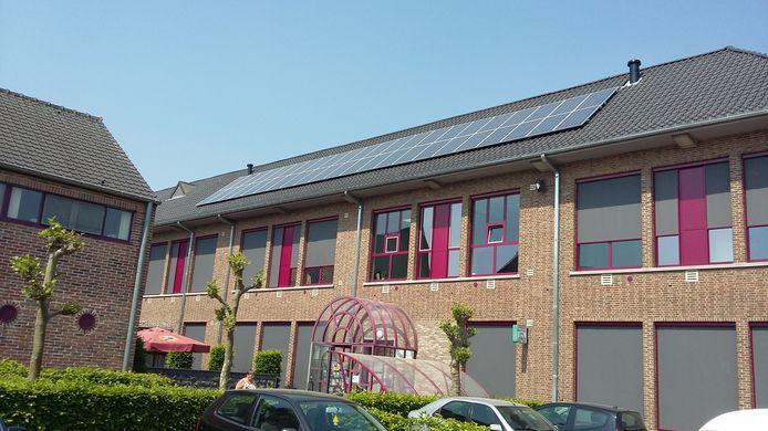 Op het gemeentehuis van Geetbets werden er heel wat zonnepanelen geplaatst.