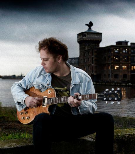 Muziekschool in Twente volgt voorbeeld van snarenplukker Ruben Hoeke en zoekt gitaren om weg te geven aan kinderen