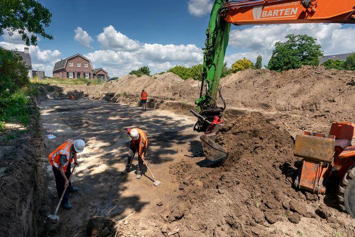 In de nabijheid van Empelsedijk 14 wordt gezocht naar restanten van middeleeuwse bebouwing.