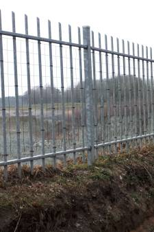 Gaas in hek maakt einde aan beknelling reeën bij Steengroeve Winterswijk