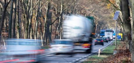 Verkeersdrukte Leuvenumseweg Harderwijk loopt 'spuigaten uit': bewoners eisen actie