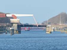 Sloebrug Vlissingen nog 10 weken kapot: brug kan niet open, scheepvaart moet omvaren