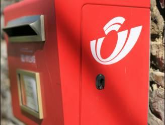 Postbode dumpt brieven in bos