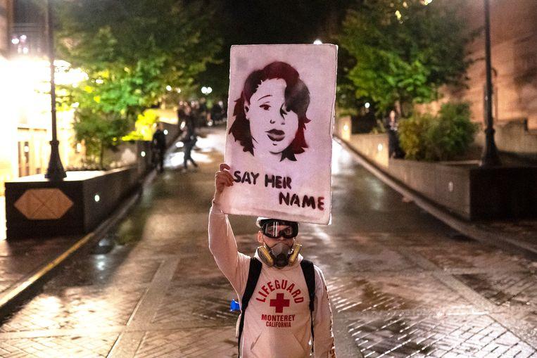 Een manifestant eert Breonna Taylor (26). Beeld Getty Images