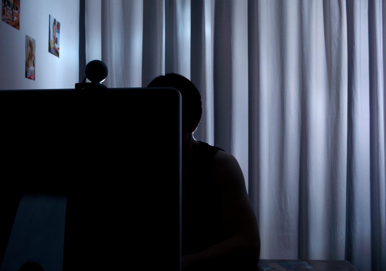 Bijna de helft van de kinderpornografische beelden die vorig jaar zijn gemeld bij de Internet Watch Foundation werd gehost in Nederland.