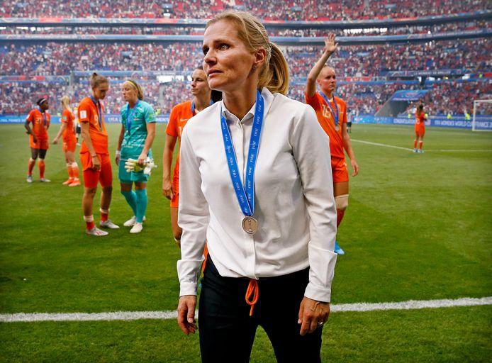 Sarina Wiegman met betraande ogen na afloop van de verloren WK-finale.
