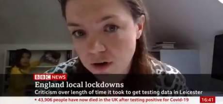 Une petite fille refait la déco du bureau pendant que sa mère est interviewée en direct par la BBC
