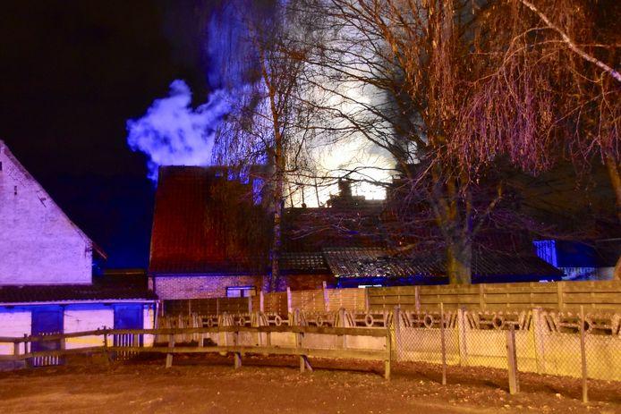 Een groot deel van de bovenverdieping van de woning langs de Drieshoek in Bavikhove ging verloren door de brand.