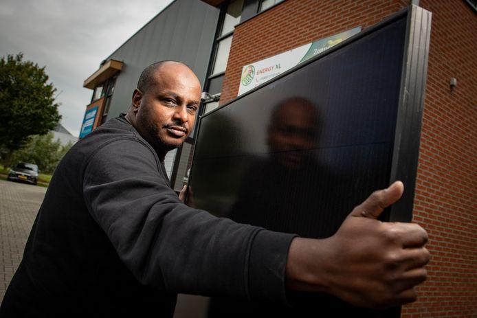 Ahmed Nadir, eigenaar van Energy XL uit Zutphen, merkt ook dat er nauwelijks geschikte vaklui te vinden zijn.
