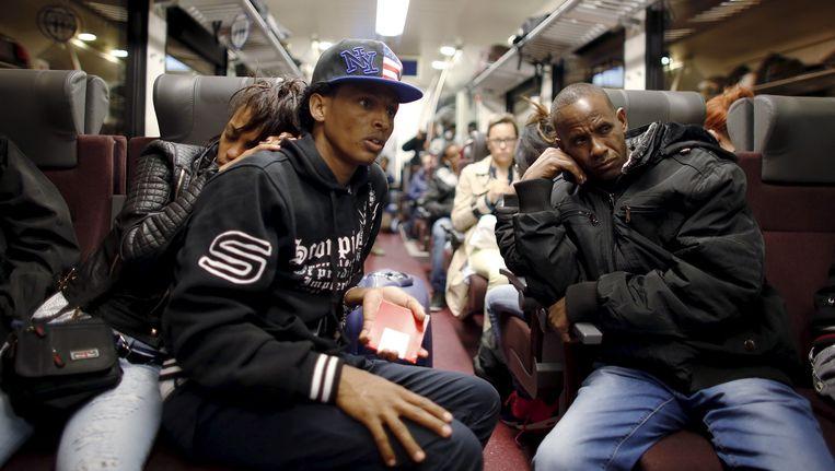 Eritrese vluchtelingen op de trein tussen Brenner en Bolzano, mei 2015. Italië en Oostenrijk proberen elkaar deze dagen met asielzoekers op te zadelen. Beeld reuters