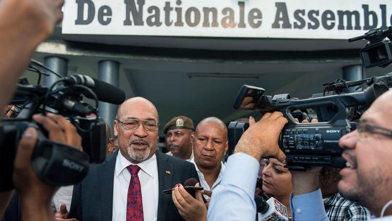 President Desi Bouterse van Suriname verlaat het parlement. Beeld anp