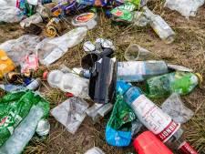 Lezers over afvalberg van feestende jongeren: 'Jeugd leert op school dat opruimen straf is'