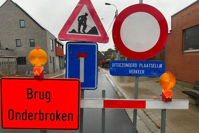 Ook het water moet nu 'omrijden' omwille van de werken voor de nieuwe spoorwegbrug tussen Ottergem en Erondegem.