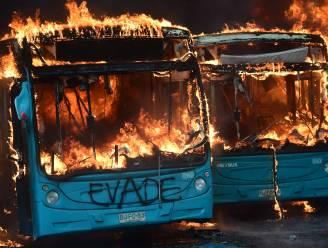 Rellen in Chili: vijf mensen komen om bij brand in geplunderde fabriek