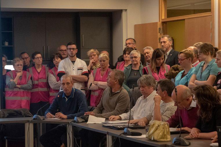 Zo'n 70-tal personeelsleden van het ASZ woonden de gemeenteraadscommissie bij over de statuten van het ziekenhuis.