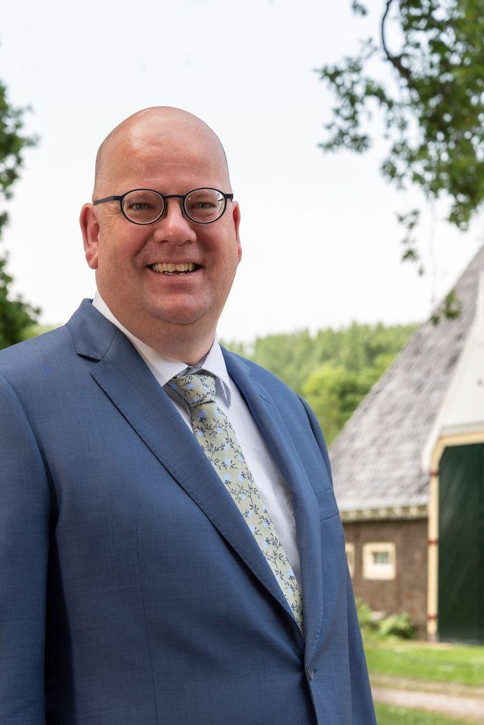 Wethouder Kees Weststrate vindt leegstaande boerderijen geschikt om te verbouwen tot accommodatie voor arbeidsmigranten.
