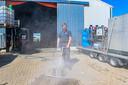 Toon Hopmans maakt schoon zonder chemicaliën.