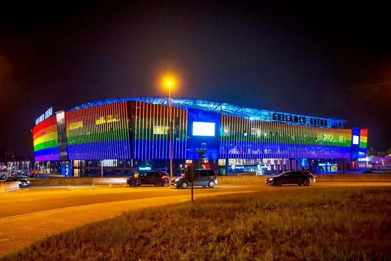 De Ghelamco Arena lichtte ook al op in de kleuren van de regenboogvlag in het kader van de #MORETHANFOOTBALL-solidariteitscampagne. Beeld Photo News