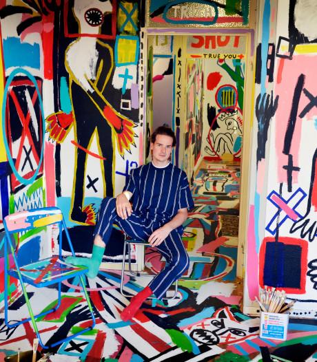 Rob (25) uit Oldenzaal woont in kunstwerk: 'Ik had geen geld voor doeken'