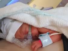 Jessica (23) bevalt van baby Herman in tandartspraktijk in Velp: 'Ik wist niet eens dat ik zwanger was'