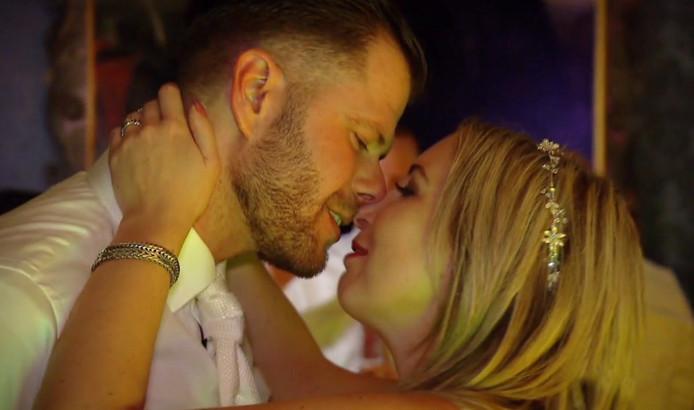 Nick en Maxime tijdens hun huwelijksfeest.