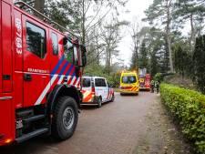 Keukenbrand in Vaassen: man en een vrouw gewond afgevoerd naar het ziekenhuis