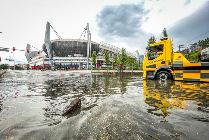 Bij het Philips Stadion.