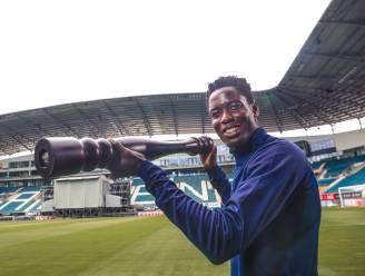 """De smaakmaker. Joseph Okumu moet nieuwe defensieve sterkhouder worden bij AA Gent: """"Op het veld word ik een ander mens"""""""