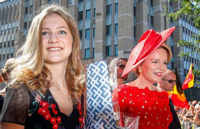 Archiefbeeld van koningin Mathilde (rechts) en kroonprinses Elisabeth.