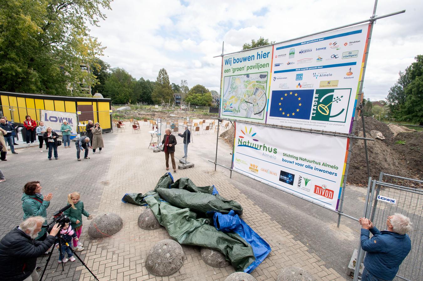 Onthulling bouwbord paviljoen bij Doepark De Hagen. FOTO FRANS NIKKELS