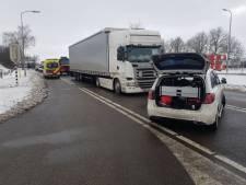 Vrachtwagenchauffeur gewond bij botsing op N18