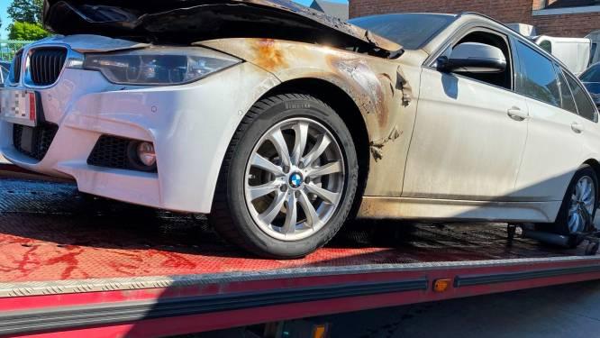 BMW uitgebrand op E40 in Erpe-Mere, inzittenden spoorloos bij aankomst hulpdiensten