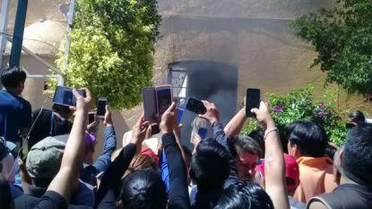 Woedende menigte steekt twee onschuldige mannen levend in brand nadat ze op WhatsApp onterecht als kidnappers waren gebrandmerkt