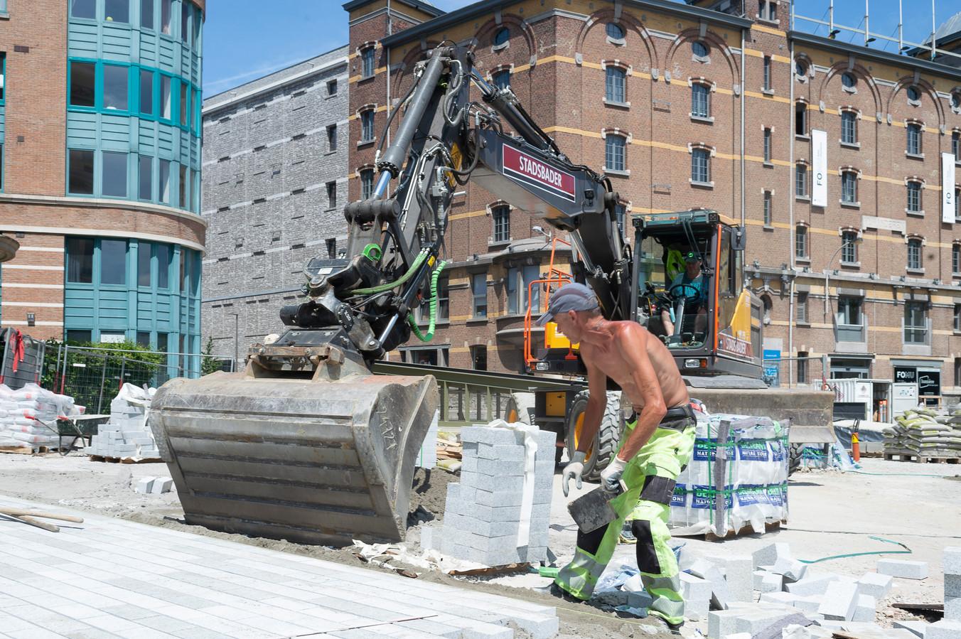Er wordt hard gewerkt om tegen 2024 klaar te zijn met het volledige park aan de Gedempte Zuiderdokken.