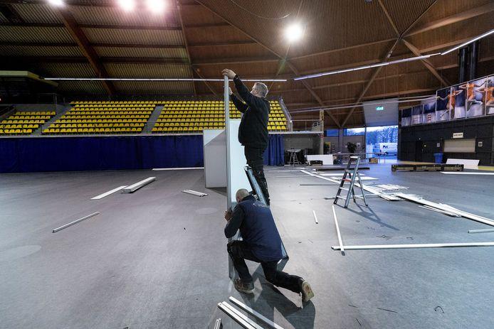 Woensdagavond is de GGD-priklocatie in het Eindhovense Indoor Sportcentrum verbouwd tot vaccinatiecentrum XL.