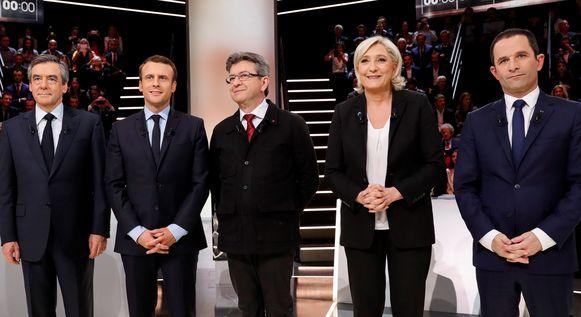 De presidentskandidaten vlak voor het eerste televisiedebat met van links naar rechts François Fillon (LR), Emmanuel Macron (En Marche!), Jean-Luc Melenchon (La France Insoumise), Marine Le Pen (Front National) en Benoit Hamon (PS).