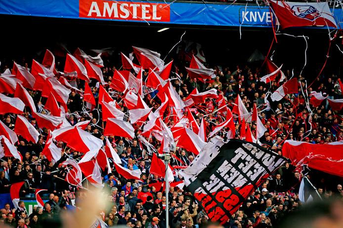 Fans van FC Utrecht tijdens de bekerfinale in 2016 in de Kuip