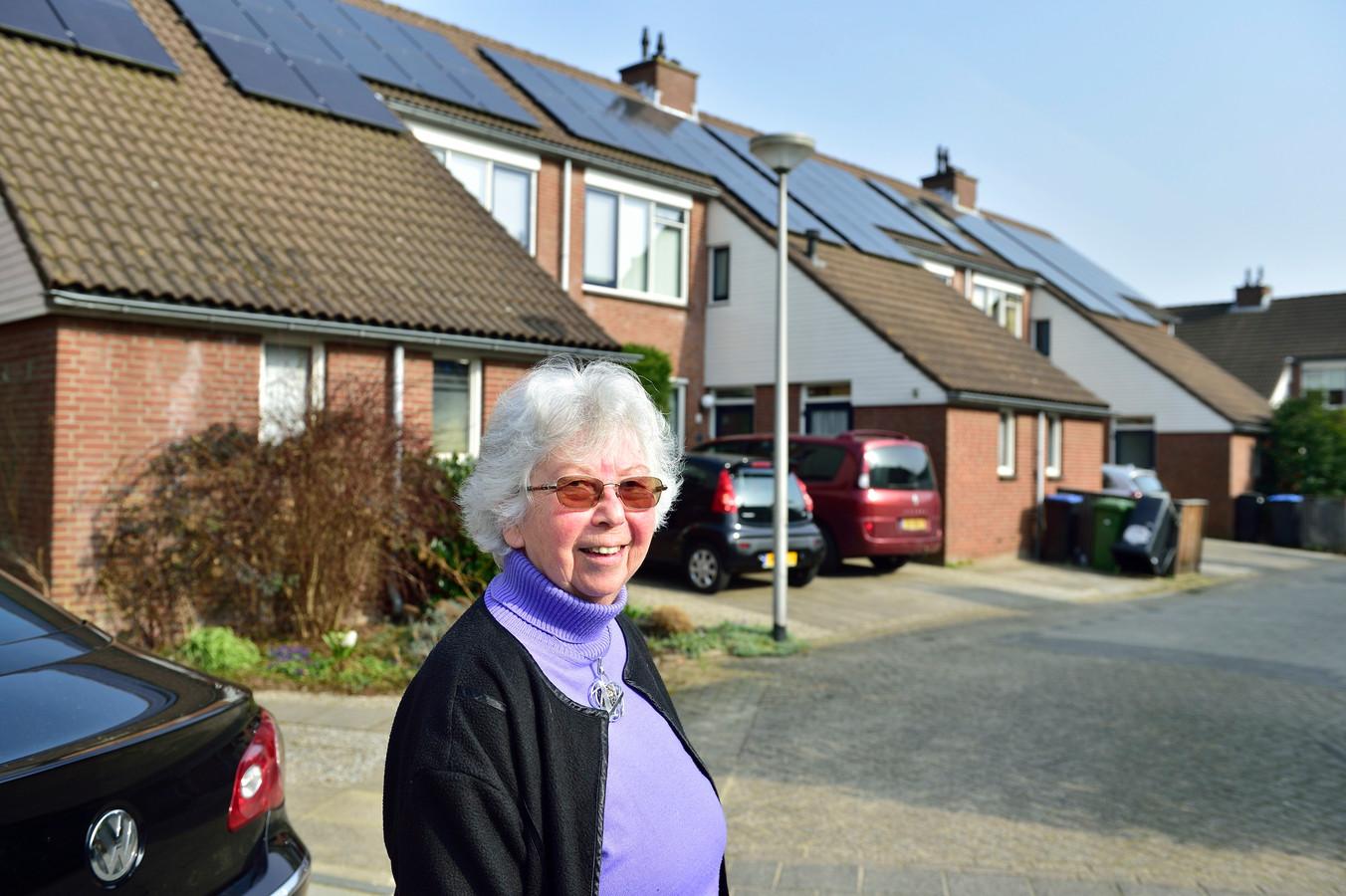 Bewoners van de Jumelagebuurt voeren actie tegen de huurverhoging van hun vrije-sectorwoningen. Marjo Rademakers (80) is een van hen.