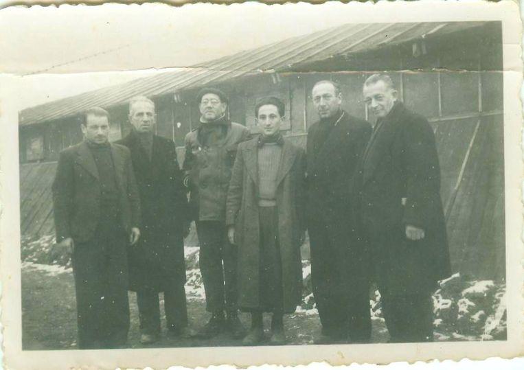 Enkele geïnterneerden in het kamp van Gurs, in januari 1941. Beeld RV