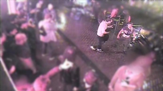 Camerabeelden van de vechtpartij werden getoond in Opsporing Verzocht.