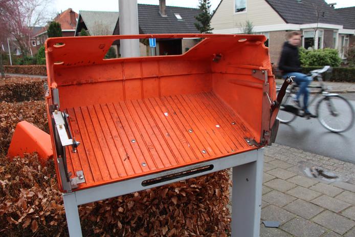 De opgeblazen brievenbus op de hoek Hemstea-Kleine Hemstea in Eibergen.
