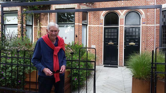 Ruud van Lieshout (96) in 2019 bij zijn het ouderlijk huis in Den Bosch, aan de Van der Does de Willeboissingel. Voor zijn werk als geluidstechnicus verhuisde hij naar 't Gooi.