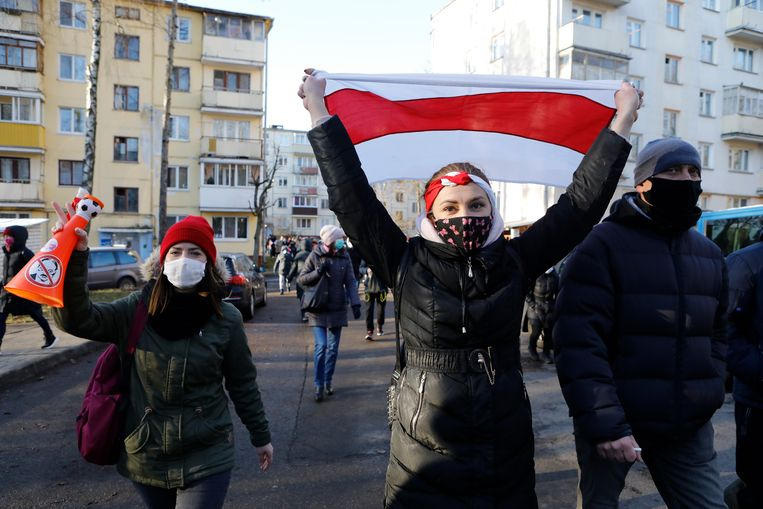Vrouwen protesteren in Minsk tegen de verkiezingsresultaten. President Loekasjenko werd in augustus herkozen met 80 procent van de stemmen, maar volgens de oppositie is er sprake van verkiezingsfraude. Beeld van december vorig jaar. Beeld AP