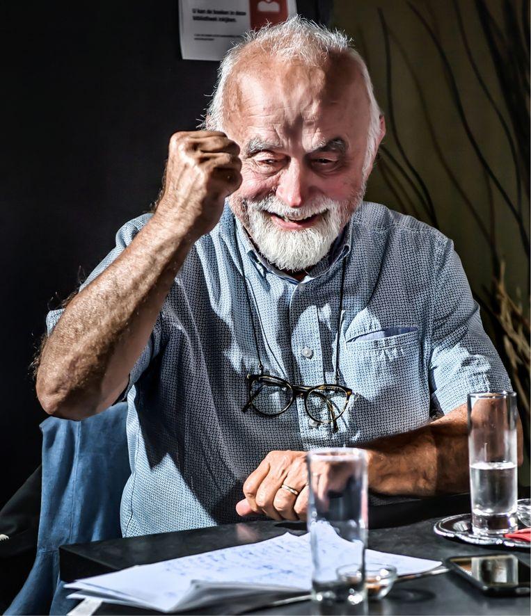 Jan Peumans: 'Ik ben overgestapt op het STOP-principe: stappen, trappen en openbaar vervoer. En autostop! Voor een vriendelijke man stoppen de mensen graag, hoor.' Beeld