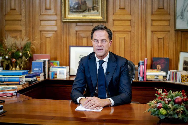 Mark Rutte spreekt de Nederlanders toe. Beeld ANP