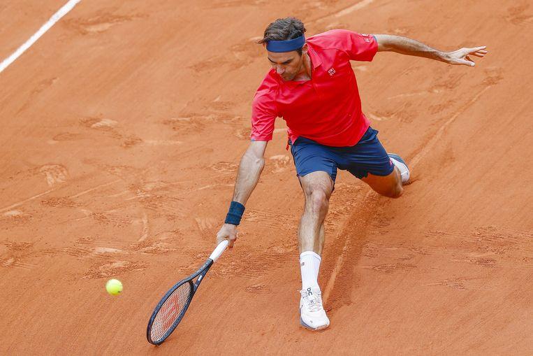 De bijna veertigjarige Roger Federer staat in de derde ronde van Roland Garros. Beeld Photo News