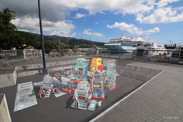 Eerder werk van Leon Keer: 'Robots op vakantie' in Tahiti.