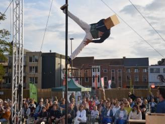 Spectaculaire acrobatie tijdens circus- en straattheaterfestival 'De Donderdagen'